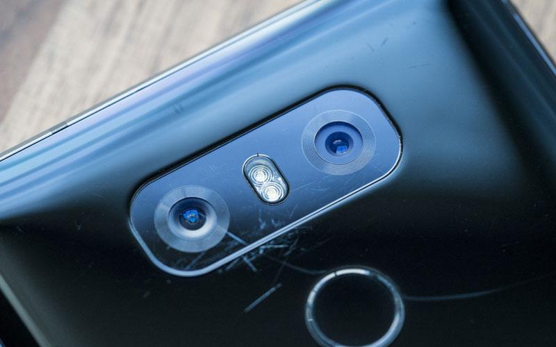 kinh-camera-bi-tray